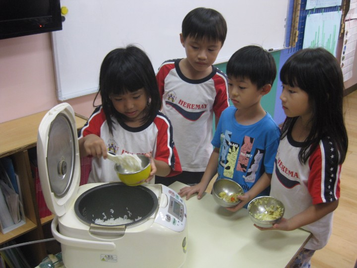 幼儿园娃娃家煮饭步骤示范图
